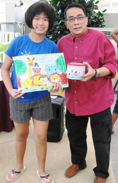 Quek Lin Hui with her Masterpiece